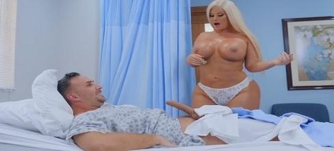 La enfermera alucina con la polla! - Rubias