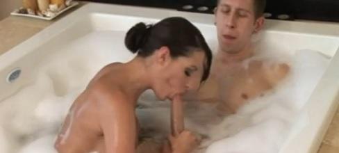 Un masaje completo a un fiel cliente - Masturbaciones